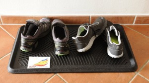 boot tray for wet shoes