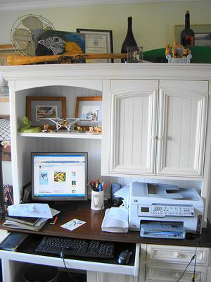 Superb Here us an example of a desk which contains a hutch above it These are a great way to add additional storage space to your home office