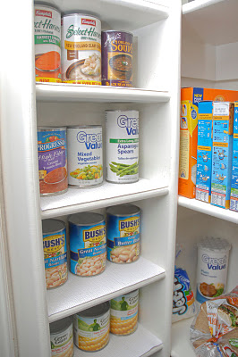 Canned goods shelving unit
